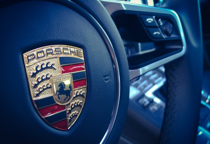 Porsche-Macan-steering-wheel-detail.jpg
